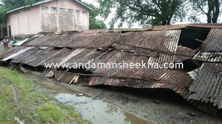 Three minor boys sustained grievous injuries as old Supply Godown of Rangat Bay collapses